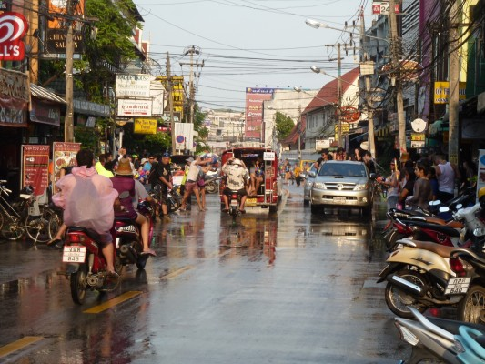 Une rue de Chiang Mai, pendant Songkran 2012