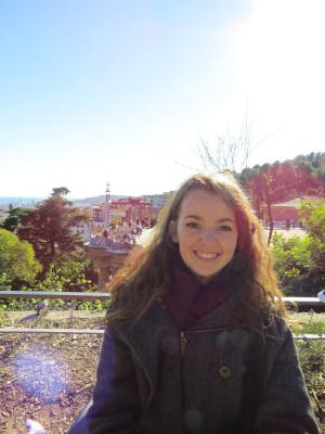 Audrey au parc Güell de Barcelone (photo prise par Myriam Charbs)