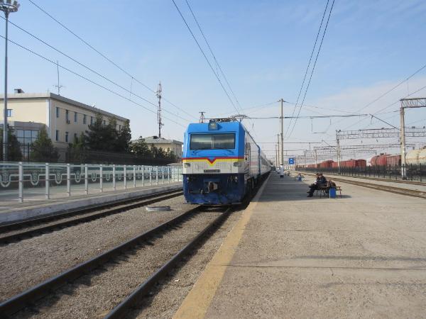 Le train arrive... enfin.