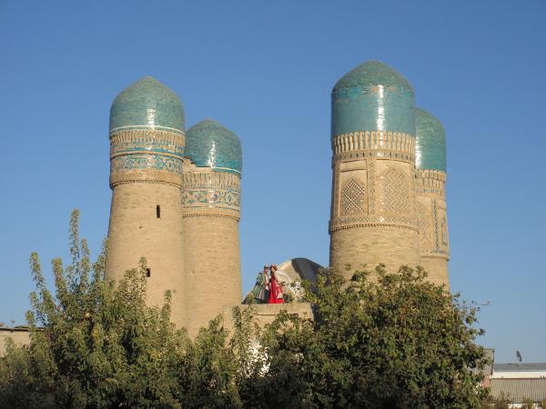 Des mariés sur le Char Minor, à Boukhara